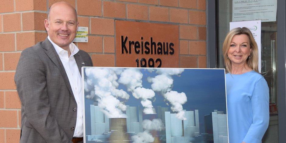 Bildübergabe mit Frank Rock, dem Landrat des Rhein-Erft-Kreises